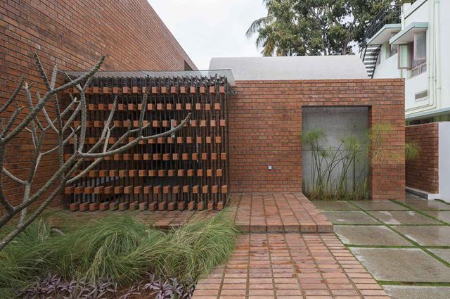 Bỏ quên nắng nóng sau lưng với ngôi nhà bằng gạch nung - Ảnh 5.