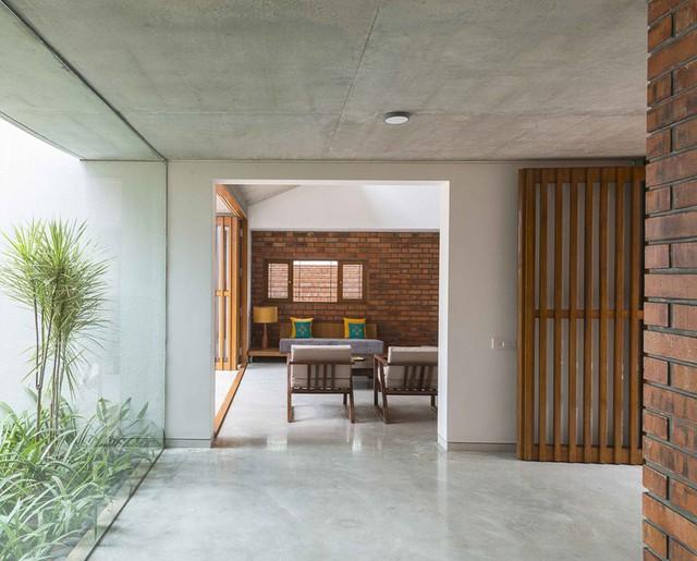 Bỏ quên nắng nóng sau lưng với ngôi nhà bằng gạch nung - Ảnh 8.