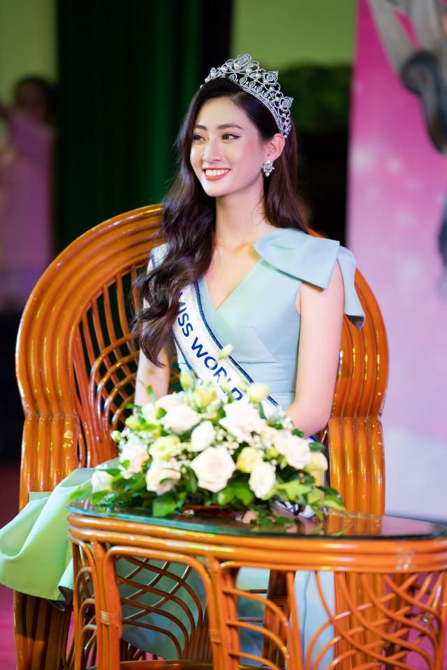 Hoa hậu Lương Thùy Linh hạnh phúc bên gia đình khi trở về Cao Bằng - Ảnh 8.