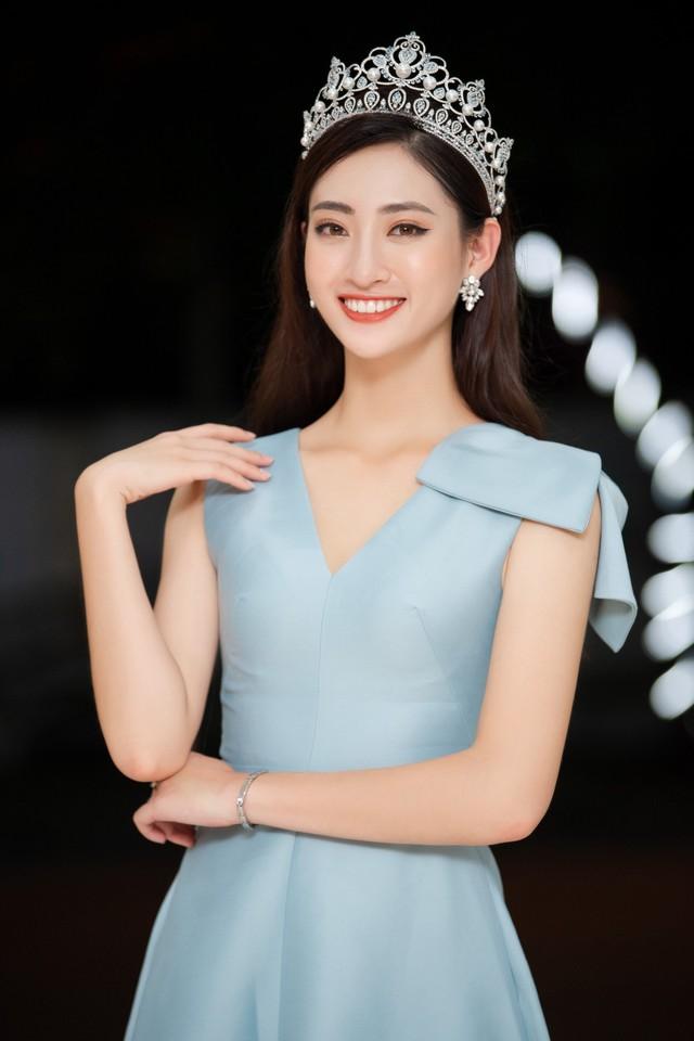 Hoa hậu Lương Thùy Linh hạnh phúc bên gia đình khi trở về Cao Bằng - Ảnh 9.