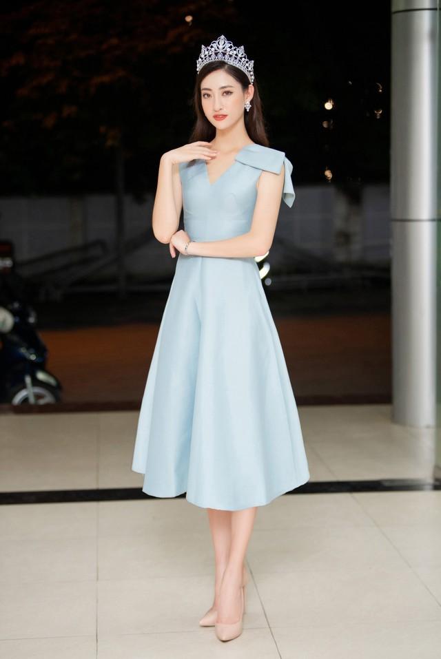 Hoa hậu Lương Thùy Linh hạnh phúc bên gia đình khi trở về Cao Bằng - Ảnh 11.
