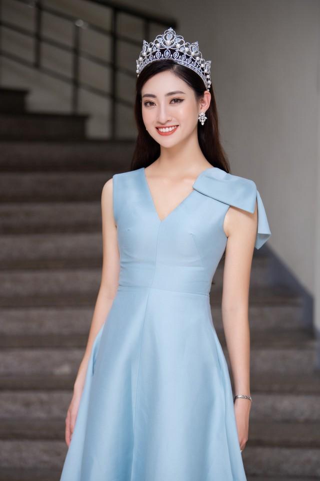 Hoa hậu Lương Thùy Linh hạnh phúc bên gia đình khi trở về Cao Bằng - Ảnh 10.