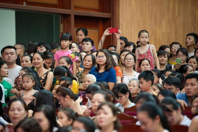 Hoa hậu Lương Thùy Linh hạnh phúc bên gia đình khi trở về Cao Bằng - Ảnh 4.