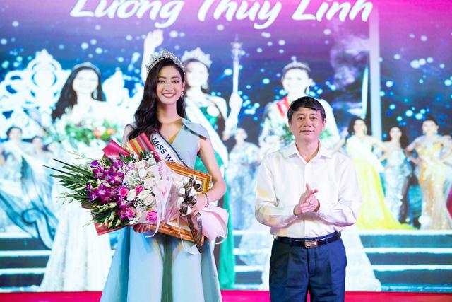 Hoa hậu Lương Thùy Linh hạnh phúc bên gia đình khi trở về Cao Bằng - Ảnh 5.