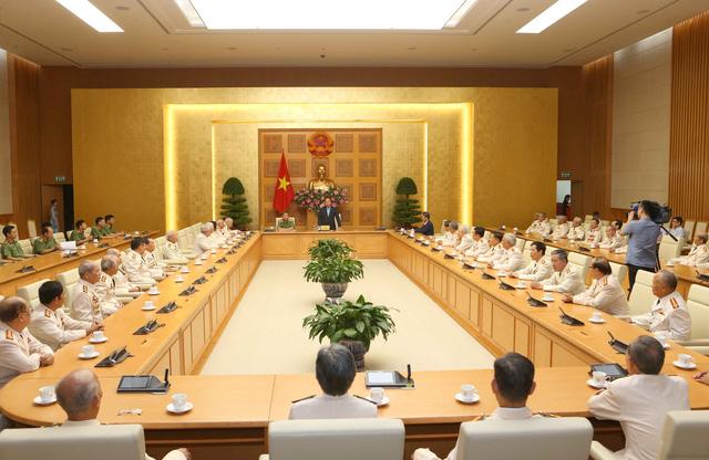 Thủ tướng Nguyễn Xuân Phúc gặp mặt Đoàn cán bộ công an chi viện cho chiến trường miền Nam - Ảnh 1.