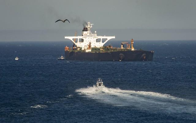 Mỹ đe dọa các nỗ lực hỗ trợ tàu chở dầu Iran - Ảnh 2.
