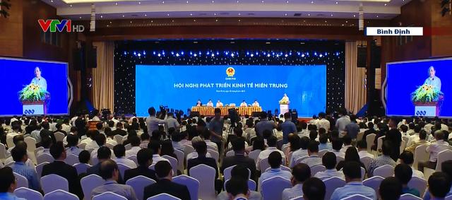 Thủ tướng: Phát triển miền Trung đừng để hai chân dẫm vào nhau - Ảnh 1.