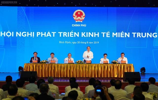 Thủ tướng: Miền Trung cần tăng tốc phát triển để có quy mô kinh tế lớn hơn - Ảnh 1.