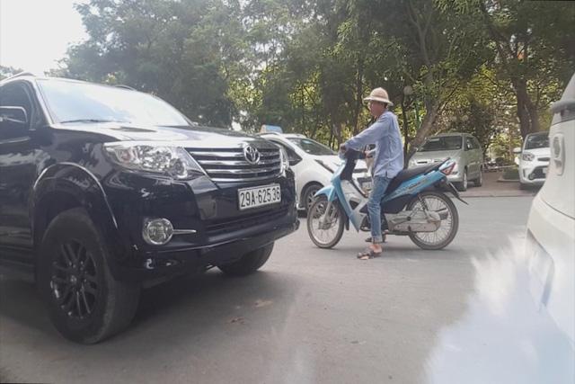 150 điểm trông giữ xe trái phép tại quận Hoàng Mai, Hà Nội - Ảnh 2.