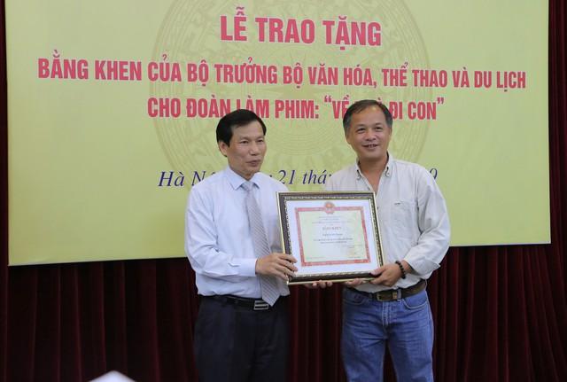 Ê-kíp Về nhà đi con vinh dự được Bộ trưởng Bộ Văn hóa, Thể thao và du lịch trao bằng khen - Ảnh 3.