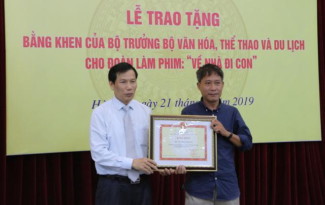 Ê-kíp Về nhà đi con vinh dự được Bộ trưởng Bộ Văn hóa, Thể thao và du lịch trao bằng khen - Ảnh 4.