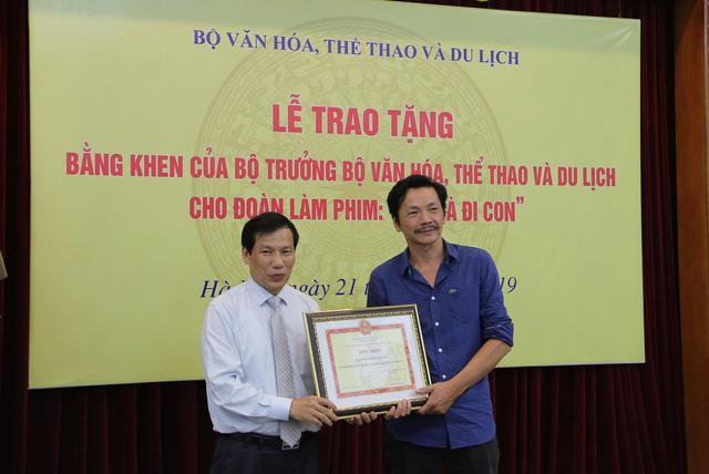 Ê-kíp Về nhà đi con vinh dự được Bộ trưởng Bộ Văn hóa, Thể thao và du lịch trao bằng khen - Ảnh 6.