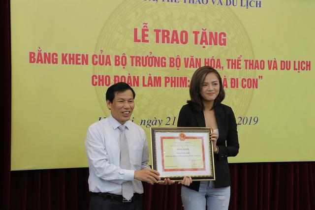 Ê-kíp Về nhà đi con vinh dự được Bộ trưởng Bộ Văn hóa, Thể thao và du lịch trao bằng khen - Ảnh 7.