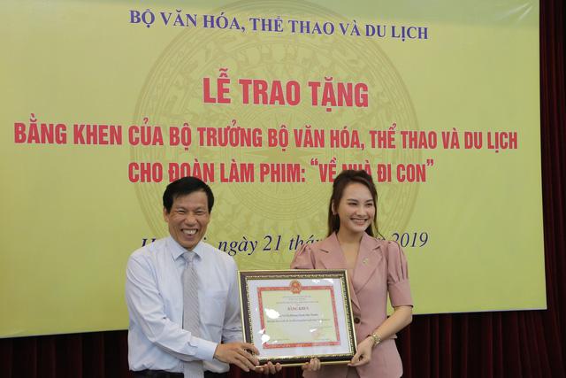 Ê-kíp Về nhà đi con vinh dự được Bộ trưởng Bộ Văn hóa, Thể thao và du lịch trao bằng khen - Ảnh 8.
