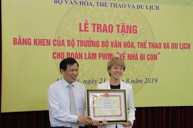 Ê-kíp Về nhà đi con vinh dự được Bộ trưởng Bộ Văn hóa, Thể thao và du lịch trao bằng khen - Ảnh 9.