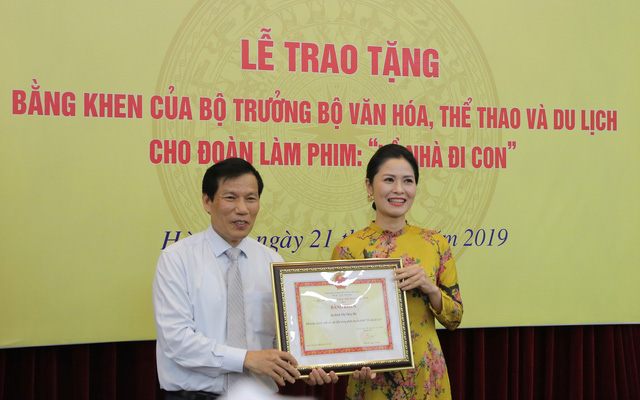 Ê-kíp Về nhà đi con vinh dự được Bộ trưởng Bộ Văn hóa, Thể thao và du lịch trao bằng khen - Ảnh 11.