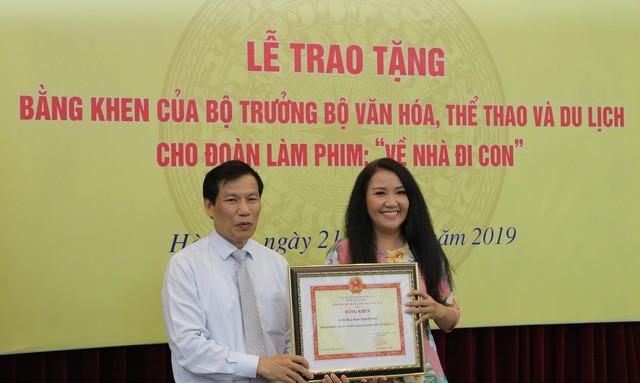 Ê-kíp Về nhà đi con vinh dự được Bộ trưởng Bộ Văn hóa, Thể thao và du lịch trao bằng khen - Ảnh 12.