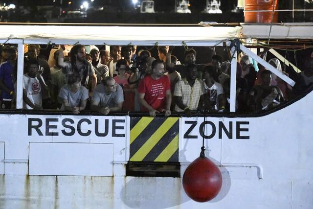 5 nước EU nhất trí tiếp nhận người di cư trên tàu cứu hộ Open Arms - Ảnh 2.