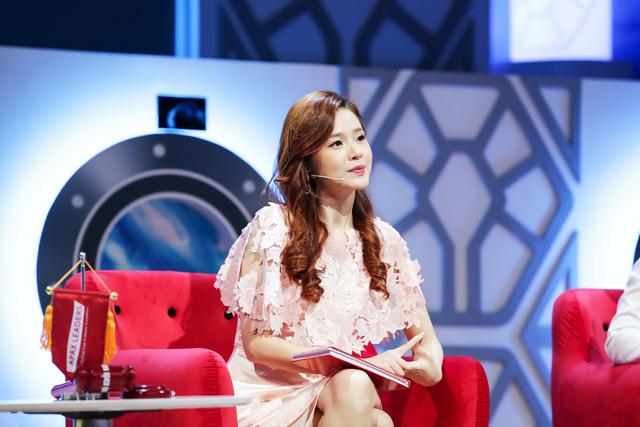 Cô  bé 13 tuổi nuôi khát vọng cạnh tranh trực tiếp Hoa hậu Ngọc Hân - Ảnh 4.