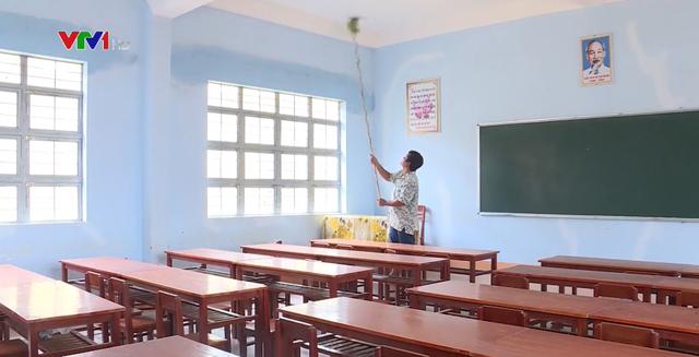 Các trường học vùng biên tích cực chuẩn bị năm học mới - Ảnh 2.