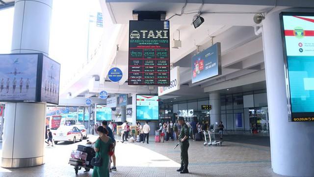 Khuyến cáo hành khách về taxi dù tại sân bay Nội Bài - Ảnh 1.