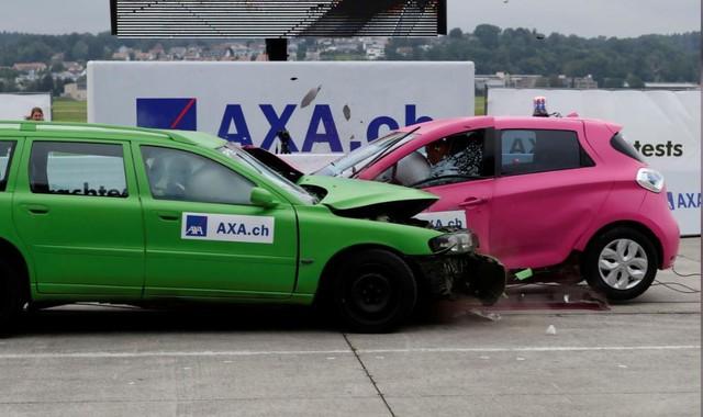 Nguy cơ tai nạn từ những chiếc xe điện hạng sang - Ảnh 1.