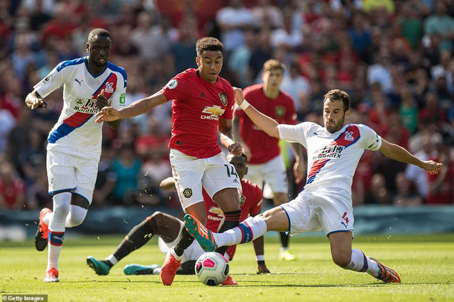Manchester United 1-2 Crystal Palace: Rashford đá trượt penalty, Man Utd thua sốc trên sân nhà - Ảnh 1.