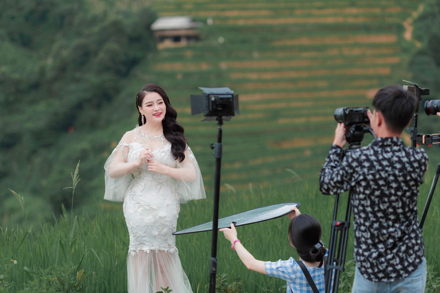 Sao mai Đinh Trang ra mắt MV Bài ca hy vọng - Ảnh 1.
