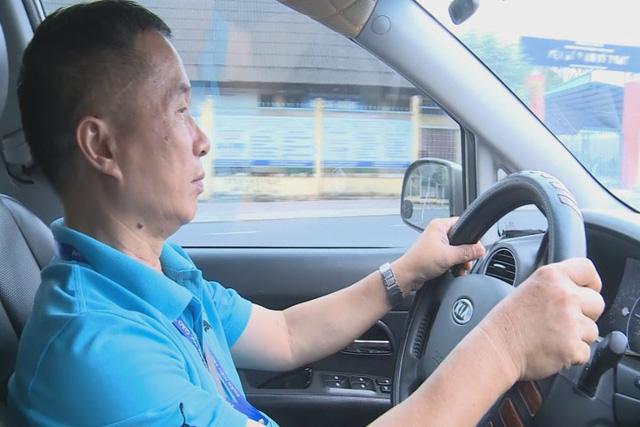 Sinh viên chế tạo hệ thống cảnh báo ngủ gật cho lái xe - Ảnh 2.