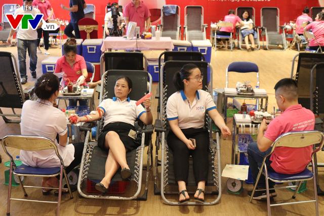 Ngày hội hiến máu Trách nhiệm cộng đồng - Giọt hồng sẻ chia - Ảnh 4.