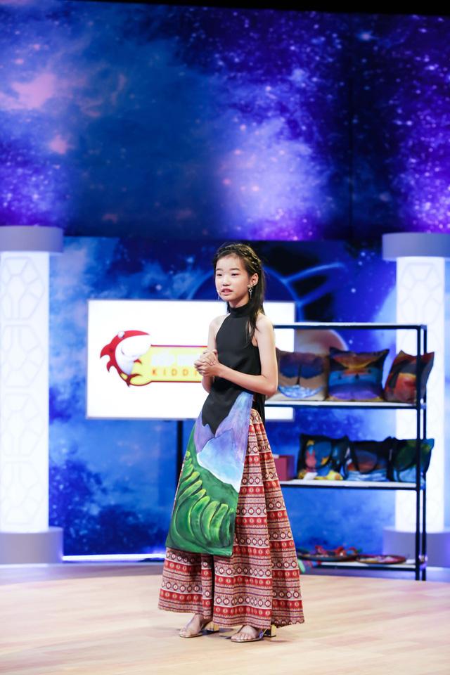 Cô  bé 13 tuổi nuôi khát vọng cạnh tranh trực tiếp Hoa hậu Ngọc Hân - Ảnh 3.