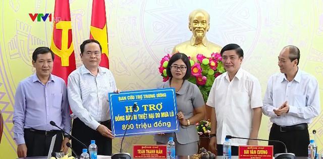 Trao kinh phí xây dựng nhà Đại đoàn kết cho người dân vùng tâm lũ tỉnh Đắk Lắk - Ảnh 1.