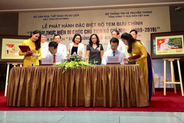 Phát hành bộ tem đặc biệt về Chủ tịch Hồ Chí Minh - Ảnh 1.