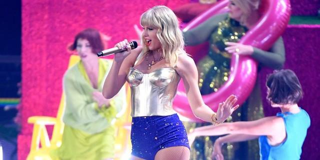 VMAs 2019: Giành giải Video của năm, Taylor Swift lên tiếng về quyền bình đẳng - Ảnh 1.