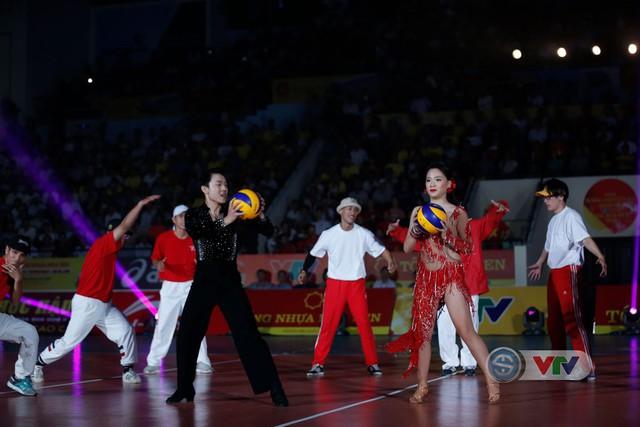 Ảnh: Những khoảnh khắc ấn tượng trong Lễ khai mạc Giải bóng chuyền nữ Quốc tế VTV Cup Tôn Hoa Sen 2019 - Ảnh 2.