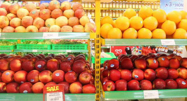 Tại sao bán trái cây nhập khẩu giá rẻ gần một nửa so với thị trường, BHX vẫn có lời? - Ảnh 1.