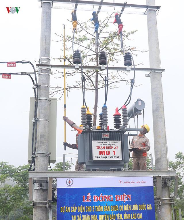 Hàng trăm hộ nghèo ở Lào Cai đón điện lưới quốc gia dịp Tết Độc lập - Ảnh 1.