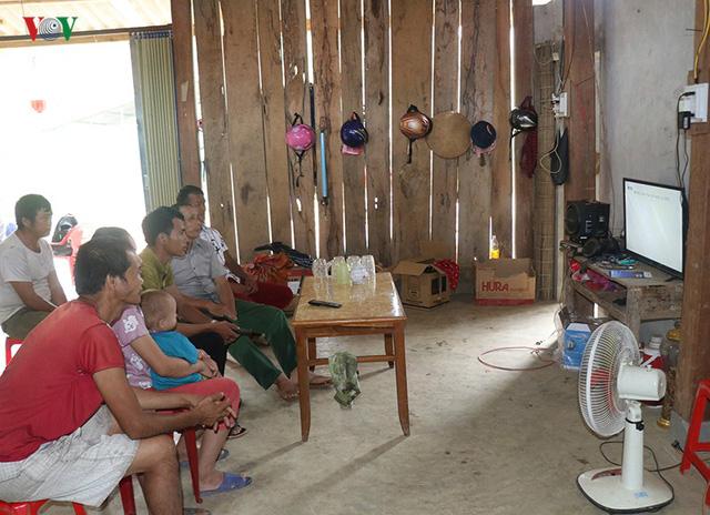 Hàng trăm hộ nghèo ở Lào Cai đón điện lưới quốc gia dịp Tết Độc lập - Ảnh 2.