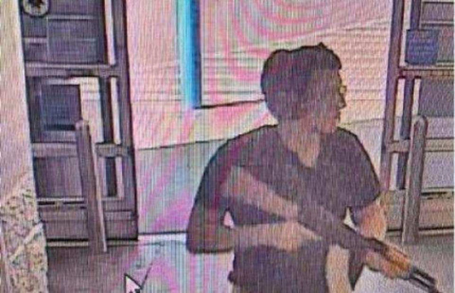 Xả súng tại siêu thị Walmart ở Mỹ, ít nhất 20 người thiệt mạng - Ảnh 3.