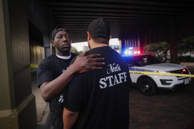 Lại xảy ra xả súng tại Mỹ, ít nhất 10 người thiệt mạng - Ảnh 5.