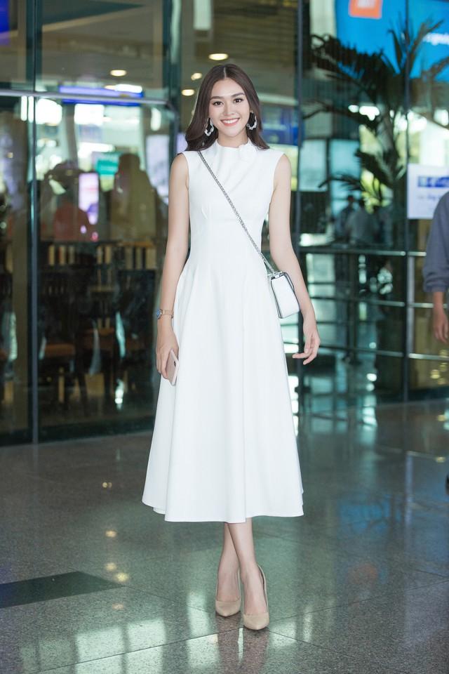 Hoa hậu Lương Thùy Linh và 2 Á hậu gây náo loạn tại sân bay - Ảnh 2.