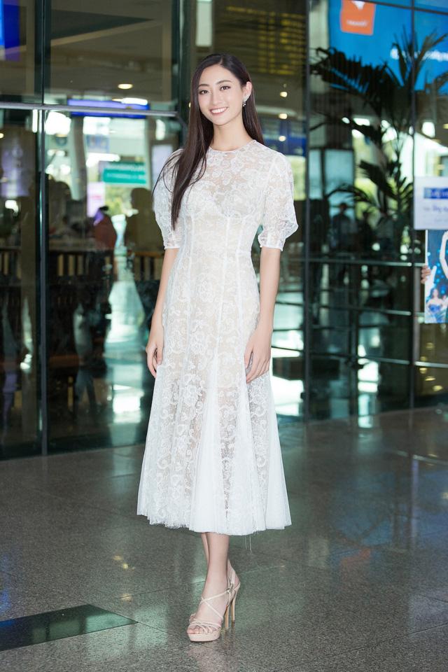 Hoa hậu Lương Thùy Linh và 2 Á hậu gây náo loạn tại sân bay - Ảnh 4.
