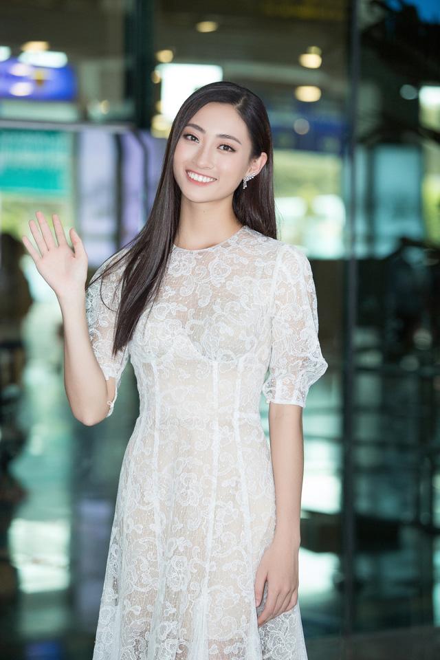 Hoa hậu Lương Thùy Linh và 2 Á hậu gây náo loạn tại sân bay - Ảnh 5.
