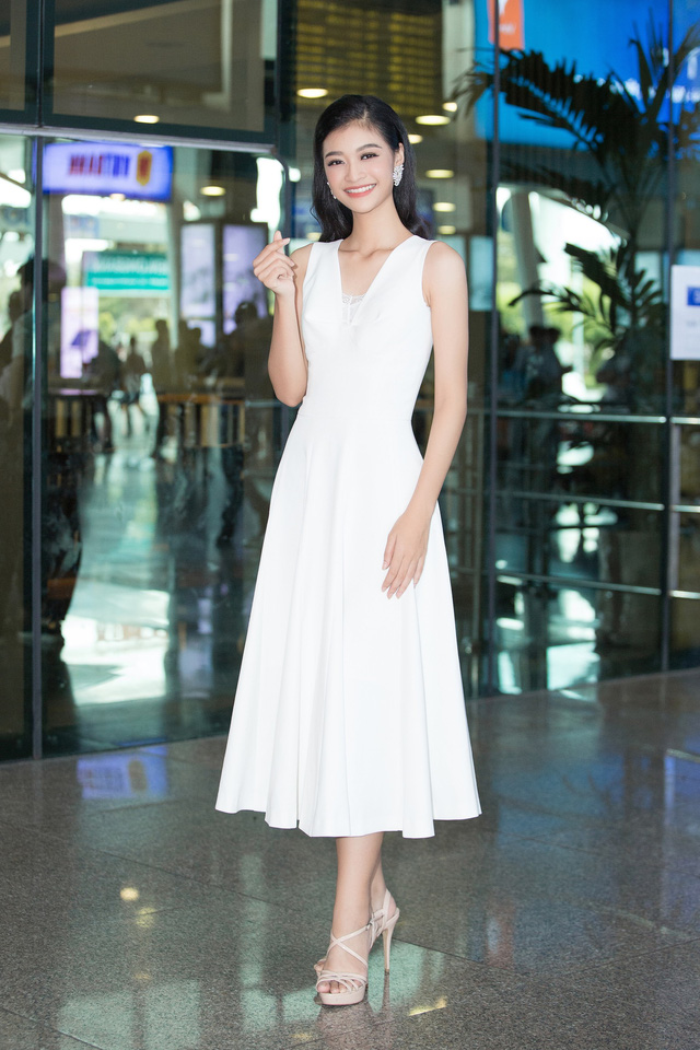 Hoa hậu Lương Thùy Linh và 2 Á hậu gây náo loạn tại sân bay - Ảnh 7.
