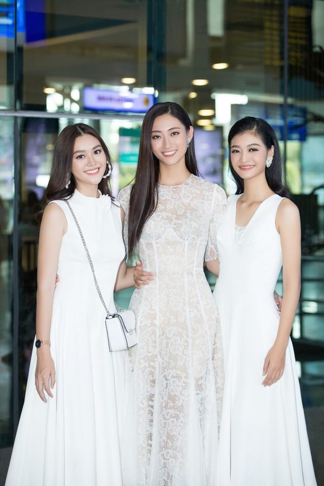 Hoa hậu Lương Thùy Linh và 2 Á hậu gây náo loạn tại sân bay - Ảnh 9.