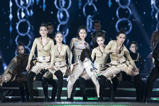 Chi Pu mang ca khúc mới nhất Em nói anh rồi đến Chung kết Miss World Vietnam 2019 - Ảnh 2.