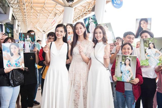 Hoa hậu Lương Thùy Linh và 2 Á hậu gây náo loạn tại sân bay - Ảnh 12.