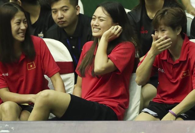 VTV Cup 2019: Thua cá cược, Thu Hoài nhận hình phạt đau điếng từ đồng đội - Ảnh 4.