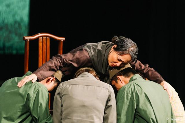 Ký ức kịch Lưu Quang Vũ rưng rưng trong Quán thanh xuân tháng 8 - Ảnh 3.