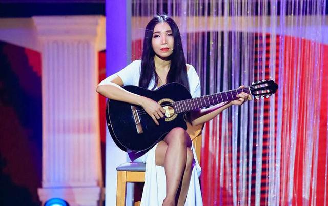 Lý do Nữ hoàng phòng trà Quỳnh Lan chọn guitar thùng làm bạn diễn nhiều năm qua - Ảnh 2.